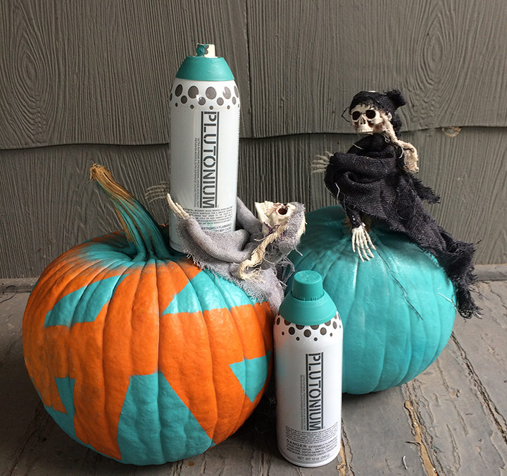 DIY your own Teal Pumpkin to include all trick-or-treaters with Plutonium paint. A simple Halloween Spray Paint DIY to let kids know your home is safe for those with food allergies. Spray paint pumpkins for a simple Halloween DIY. #plutoniumpaint #DIYhalloween #tealpumpkinproject #spraypaintpumpkin #spraypaintDIY #halloweenspraypaint